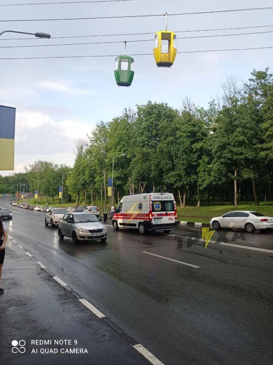 В Харькове из кабинки подвесной канатной дороги выпал человек (ФОТО)