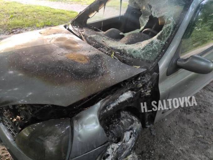 В ночь на 17 июня возле дома 94Б по проспекту Тракторостроителей сгорел автомобиль