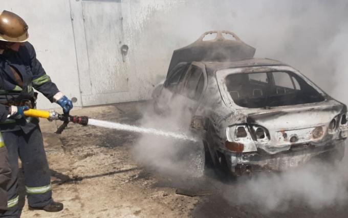 В гаражах Харькова сгорел автомобиль