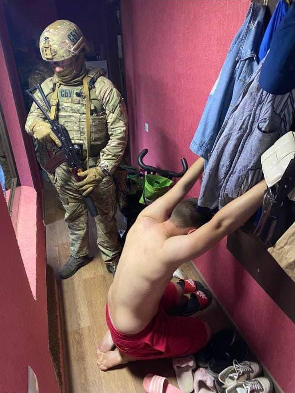 Били, пытали и вымогали деньги у наркозависимых. В Харькове проходят обыски у полицейских