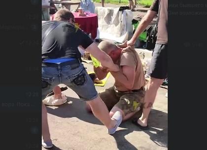 Пытался отбиваться ножом: На рынке в Харькове поймали вора