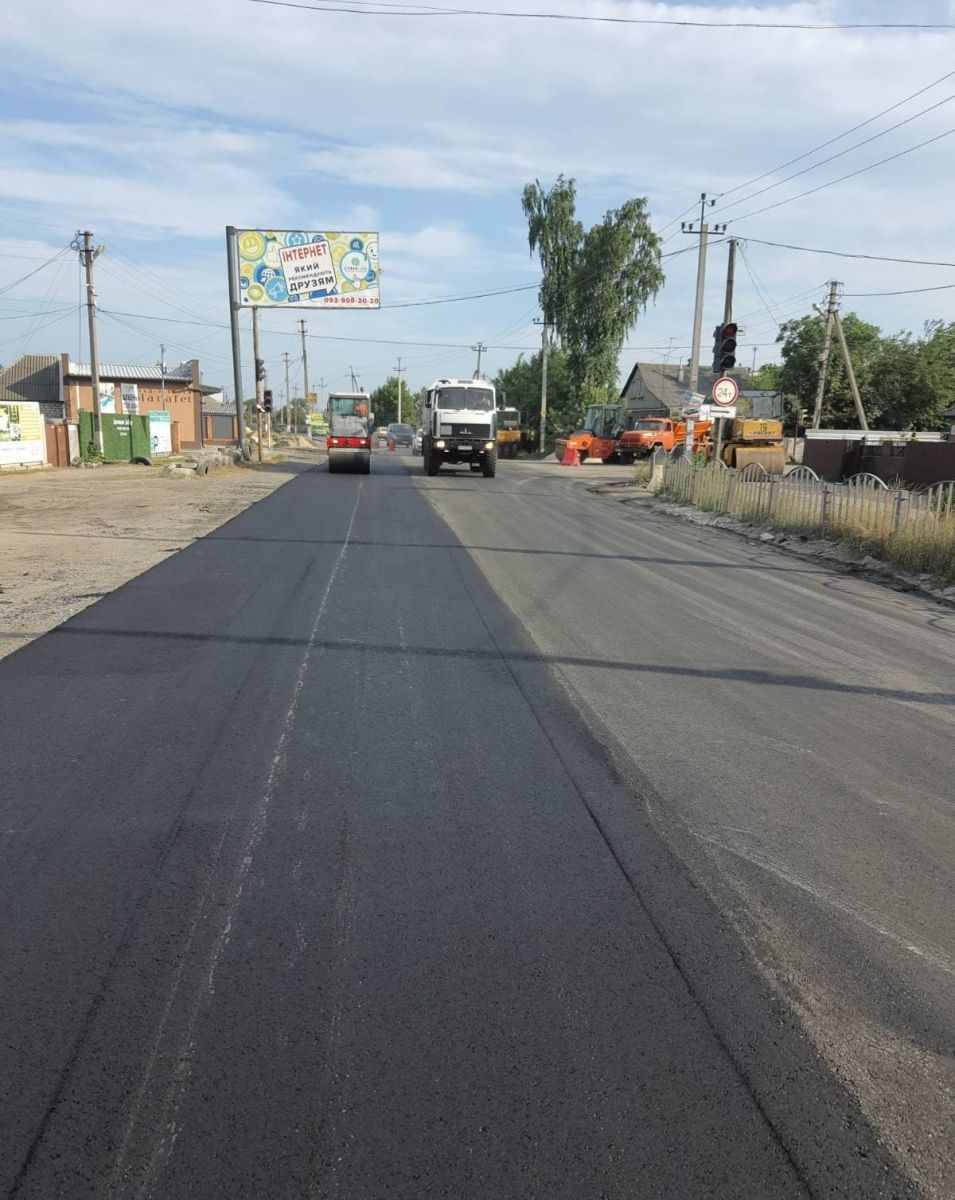 На Безлюдовке продолжаются работы по укладке дорожного покрытия. Новости Харькова