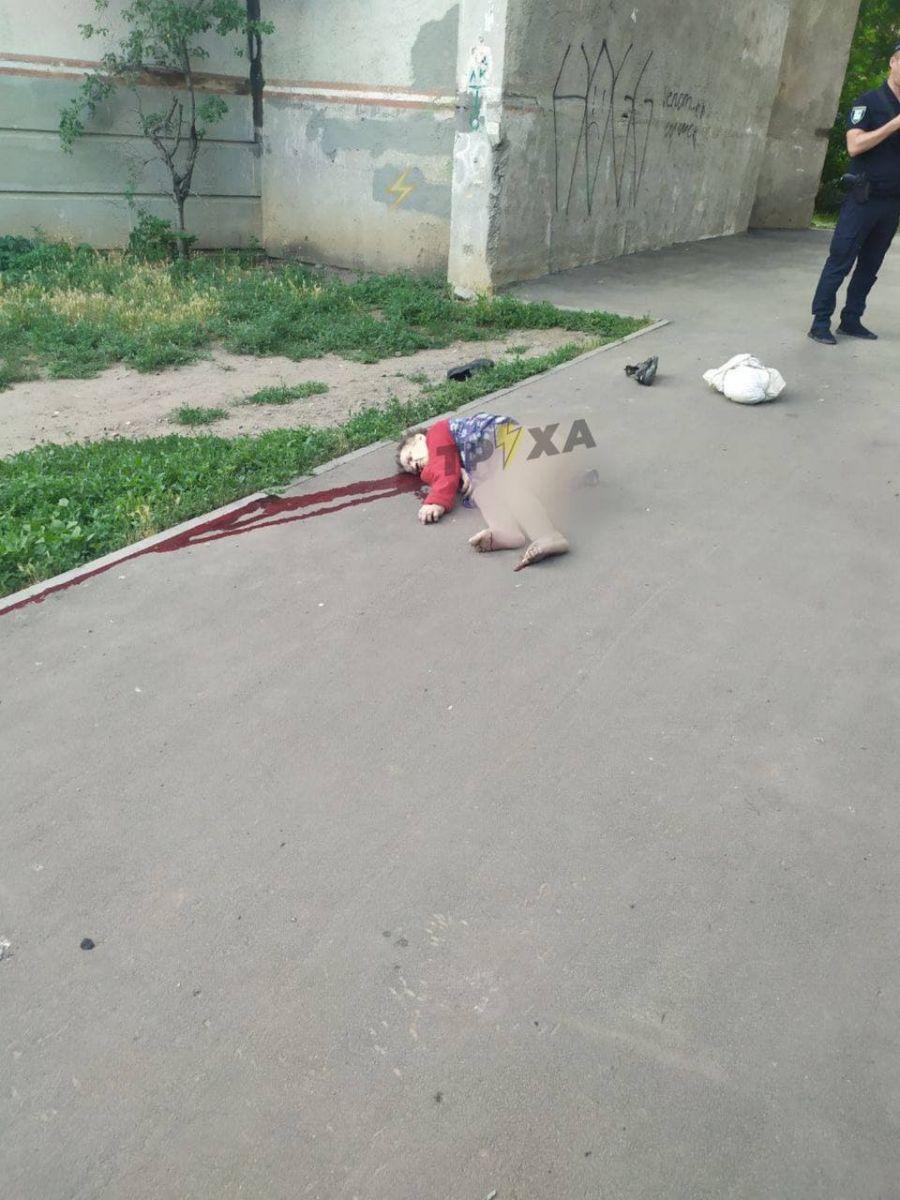 В Харькове разбилась женщина, выпав из окна. Новости Харькова