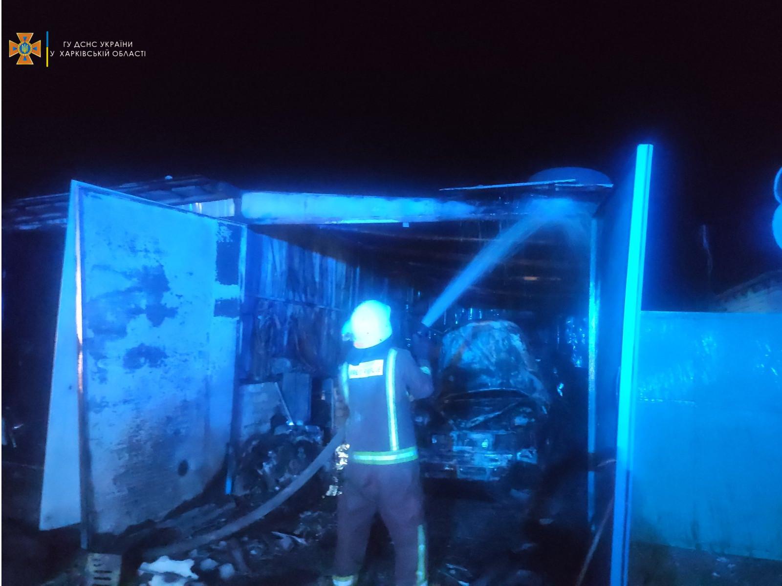 Пожар Харьков: сгорел гараж с двумя авто