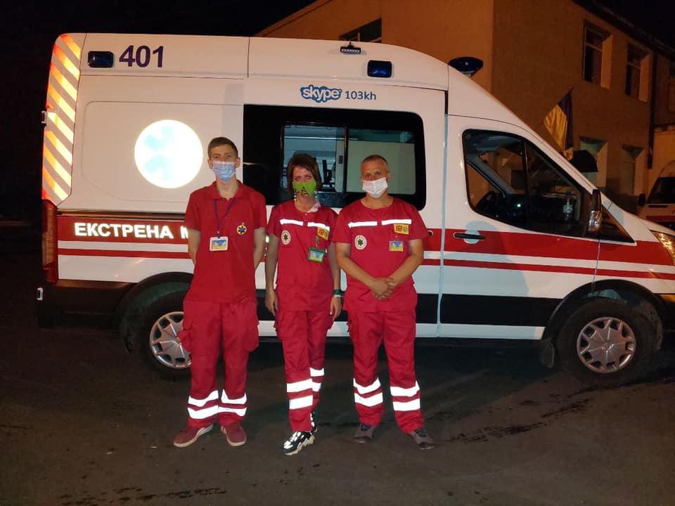 Бригада скорой помощи ЭМП 401 провела две успешные реанимации в Харькове