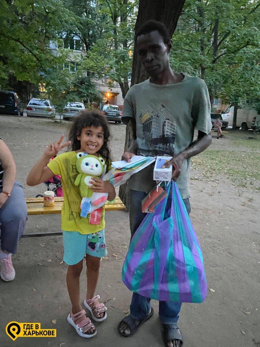 В Харькове помогли темнокожему курьеру Glovo