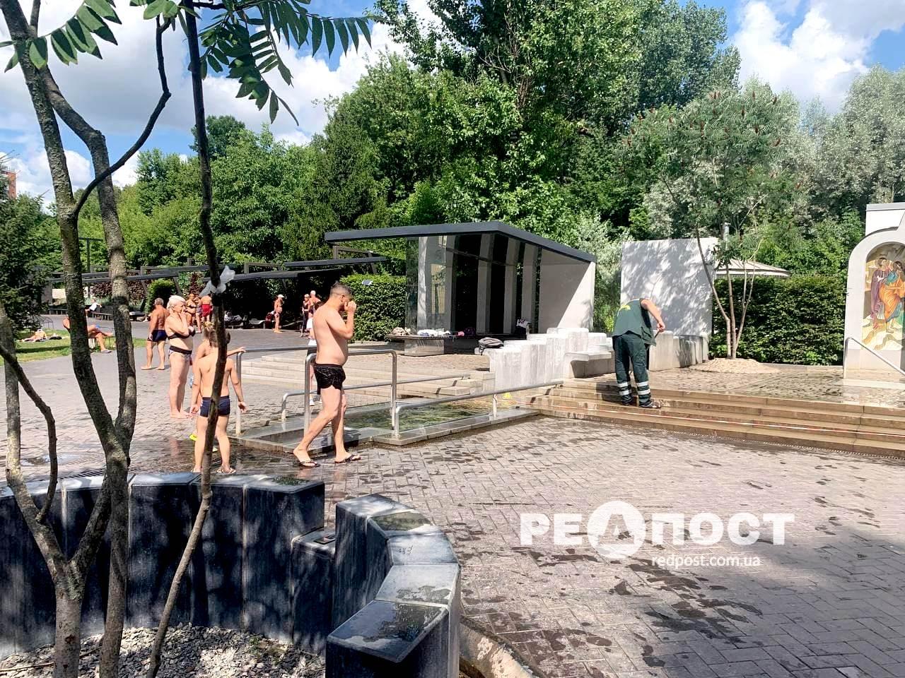 В Саржином Яру чистят купель