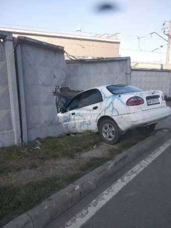 ДТП Харьков: Lanos врезался в забор на Большой Панасовской