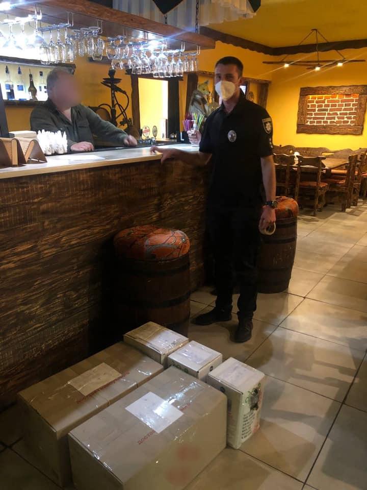 В кафе продавали спиртное без лицензии