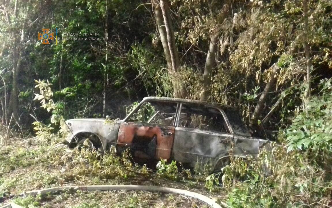 ВАЗ загорелся после ДТП в селе Вишневое Изюмского района