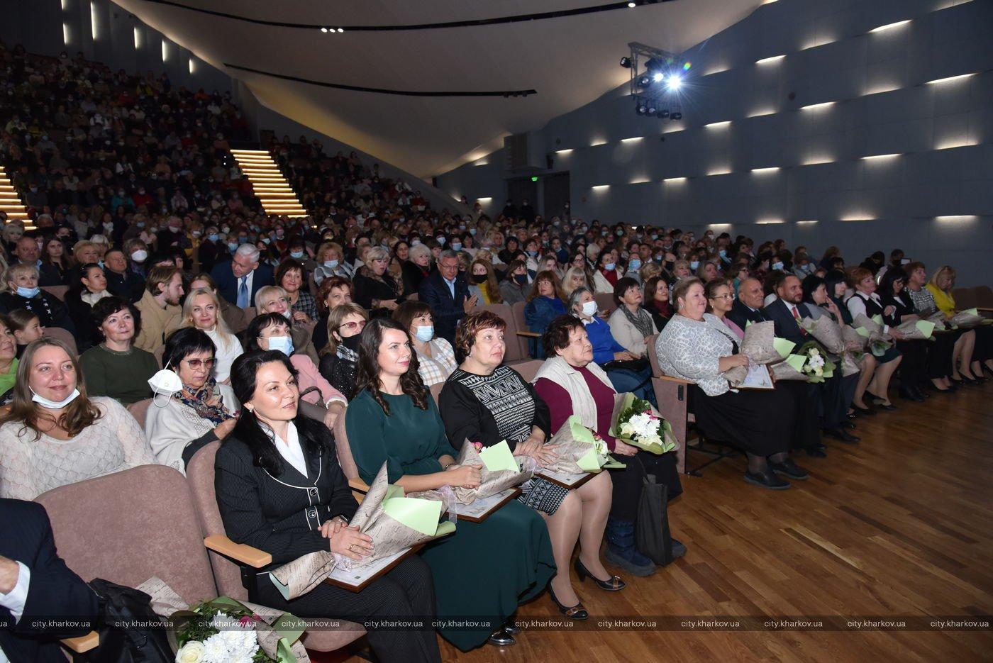 Игорь Терехов поздравил учителей Харькова с профессиональным праздником