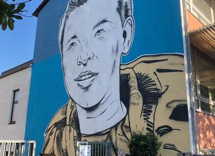 Мурал погибшего харьковского школьника нарисовали в Германии