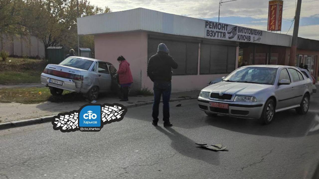ДТП Харьков: ВАЗ и Toyota столкнулись на улице Гвардейцев Широнинцев