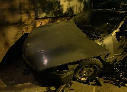 ДТП в Харькове: BMW протаранил жилую пятиэтажку на Новых Домах (видео, фото)