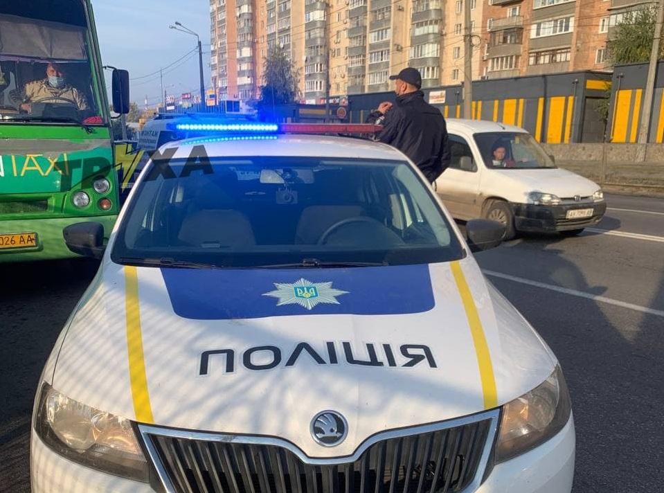 На Харьковщине водитель взял в заложники полицейского